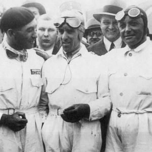 2_uscita_Tazio Nuvolari (centro) Eugenio Siena (sx) e Borzacchini (dx) Gran Premio d'Italia 1934